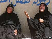 Mujeres iraquíes lloran la pérdida de un pariente.