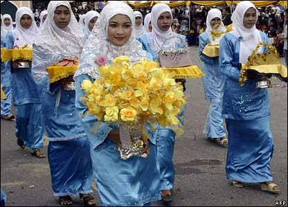 Thai women at the festival of fruits