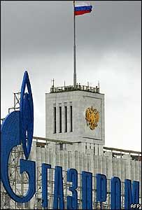 Aviso de Gazprom en edificio estatal ruso
