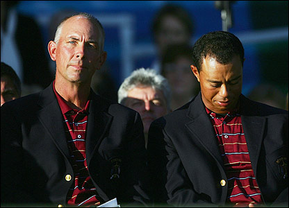 Tom Lehman and Tiger Woods at the closing ceremony