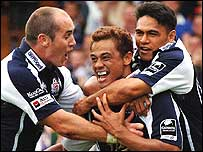Bristol's Josh Taumalolo (centre) is congratulated by Shaun Perry (left) and David Lemi after his winning try
