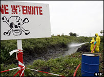 Dutch crew tries to clean up toxic waste in Ivory Coast