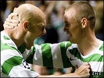 Thomas Gravesen celebrates with Kenny Miller