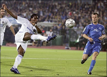Didier Drogba slams his effort against the crossbar in the 14th minute