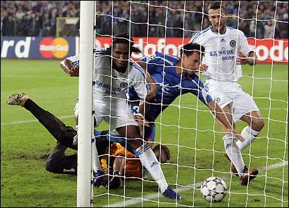 Drogba convierte su tercer gol