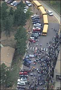 Evacuación de la escuela.