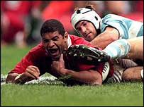 Colin Charvis scores against Argentina at the 1999 World Cup