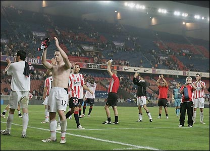 Derry applaud their fans