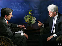 Former US President Bill Clinton (R) and Fox News Sunday host Chris Wallace