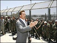 Gobernador de California, Arnold Schwarzenegger, visita frontera con M�xico