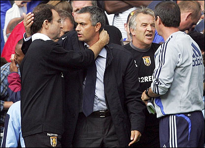 Villa boss O'Neill and Chelsea manager Mourinho embrace at the end of the match