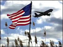Avión y bandera de Estados Unidos.