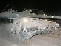 Israeli tank leaving Lebanon