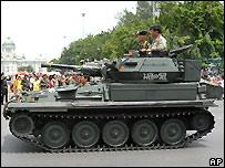Tanque de guerra en el centro de Bangkok