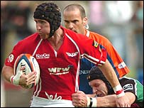 Full-back Barry Davies scored at a crucial time for Llanelli Scarlets
