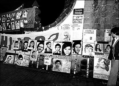 Fotograf�as de desaparecidos y presos pol�ticos