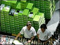 Trabajadores chinos en una fábrica en Beijing.
