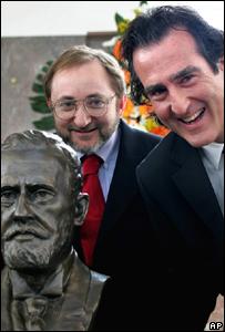 Craig Mello, (a la derecha) y Andrew Fire