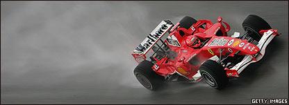 Michael Schumacher acelera hacia su octavo título.