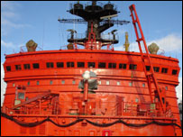 Надстройка ледокола - красного цвета