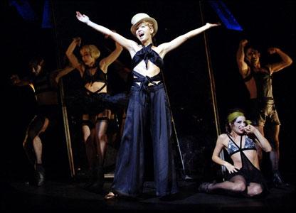 """В Лондоне идет новая постановка известного мюзикла """"Кабаре""""; в роли Салли Боулс - Анна Максвелл Мартин"""