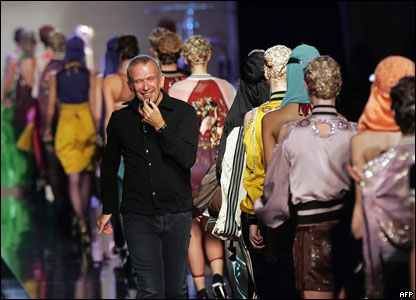 Французский дизайнер Жан-Поль Готье показал в Париже свои модели весенне-летнего сезона 2007 года