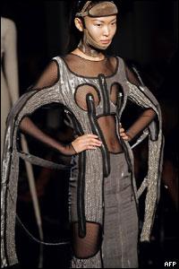 Один из костюмов работы Жана-Поля Готье