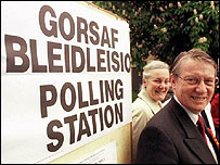 Alun Michael at polling station
