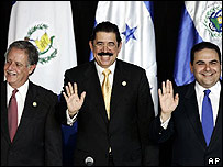 Presidentes Oscar Berger (Guatemala), Manuel Zelaya (Honduras) y Tony Saca (El Salvador)
