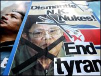 Afiche de una protesta contra las pruebas nucleares de Corea del Norte en Seúl.