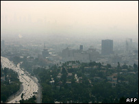 Smog hangs over the US city of Los Angeles