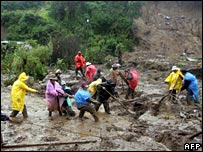 Rescuers search for people caught in mudslides in Guatemala, October 2005