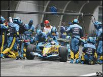 Equipo de Renault en el GP de China.