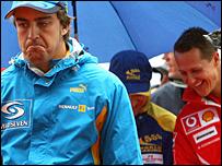 Fernando Alonso (izq.) y Michael Schumacher