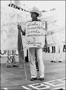 En una marcha de homosexuales y lesbianas, 27 de junio de 1981. Archivo histórico El Universal.