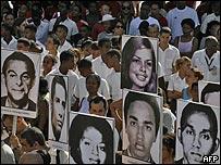 Familiares y amigos de las víctimas del avión cubano
