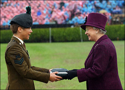 Conspicuous Gallantry Cross being awarded (pic courtesy Will Craig/Army press office)