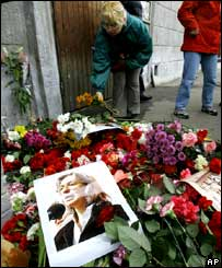 People lay flowers at the entrance to the block of flats where journalist Anna Politkovskaya was killed in Moscow.