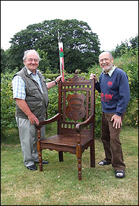 Colin Sheen (right) with the bardic chair