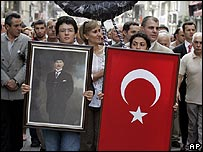Turks protests against France's Armenian genocide denial bill