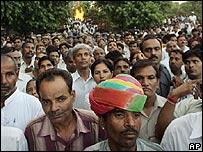 Crowds in Delhi mourn Kanshi Ram
