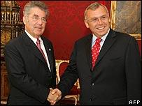 Austrian President Heinz Fischer (left) and Austrian Social Democrat Chairman Alfred Gusenbauer