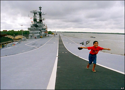Indian Aircraft Carrier on Area Of Indian Aircraft Carrier Ins Viraat  Berthed In Cochin  India