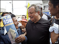El candidato conservador Álvaro Noboa en campaña