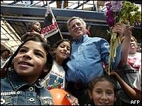 El candidato León Roldós en campaña