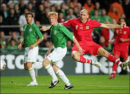 Jan Koller holds off Paul McShane to score