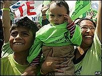 Simpatizantes de Rafael Correa, candidato a la presidencia de Ecuador.