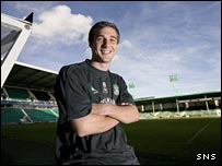 Kevin Thomson stays happy at Easter Road