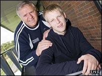 Jim Jefferies with striker Steven Naismith