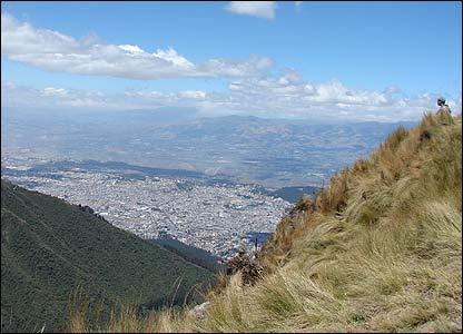 Vista del Quito moderno desde las faldas del volcán Pichincha